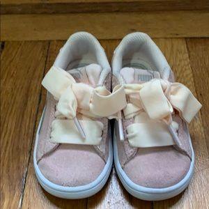 Light pink toddler puma sneakers